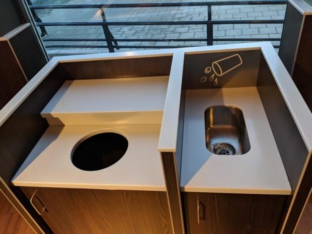 8 Fast food restoranlarında, çöpleri boşaltmadan önce içecek gibi sıvı olanları atıklarınızı dökmeniz için küçük lavabolar var;