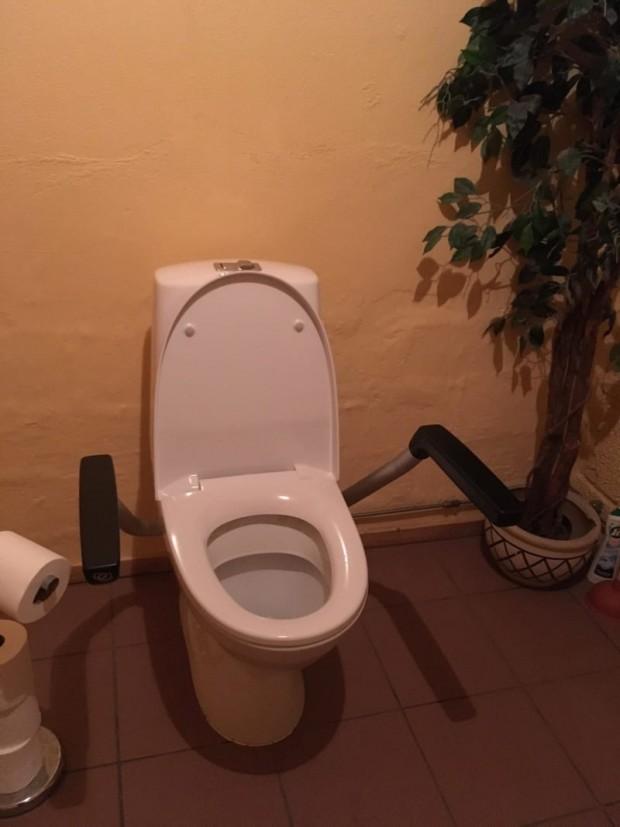 10 Banyoda uzun süre kalmayı düşünüyorsanız, kimi tuvaletlerde kol dayama yerleri bulunur;