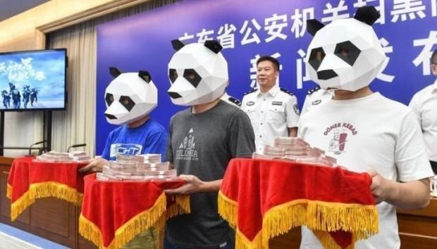 12. Çin'de bir mafya çetesini yakalamaya yardım eden 3 kişi ödül alıyor.
