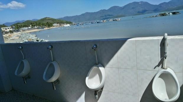 14. Deniz manzaralı tuvalet!