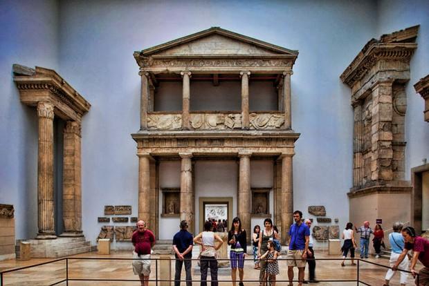 5. Athena Tapınağı Propylonu (Bergama ) - Berlin müzesi