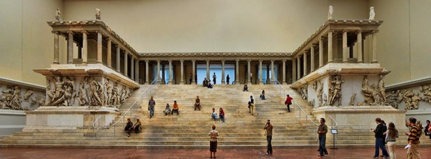 10. Pergamon'daki Zeus Sunağı ( Bergama) Berlin müzesi