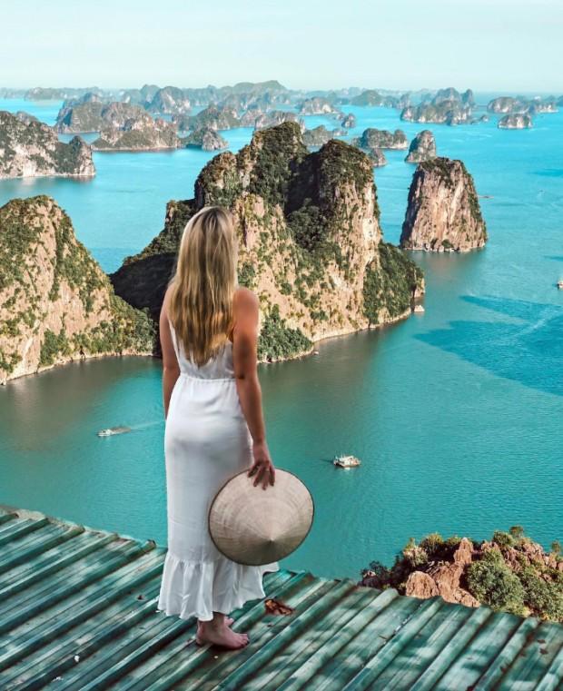 6. Su üzerindeki balıkçı köyü, Halong Koyu, Vietnam