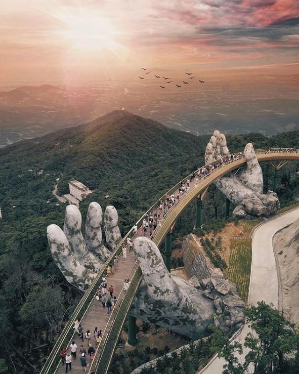 8. Altın Köprü'nün elleri, Da Nang, Vietnam