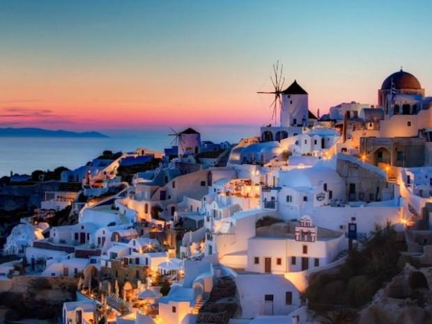 1. Mükemmel manzarasıyla Santorini Adası...