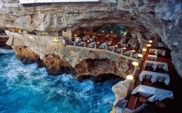 13. Grotta Palazzese Oteli içindeki ''Yaz Mağarası'', Bari, İtalya