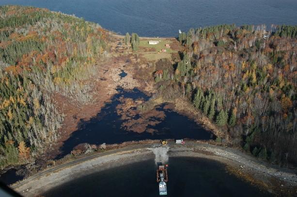 Kanada'nın Quebec eyaletinin doğu kısmında bulunan Nova Scotia Adası'nın yakınlarında bulunan ufak bir ada Oak Adası.
