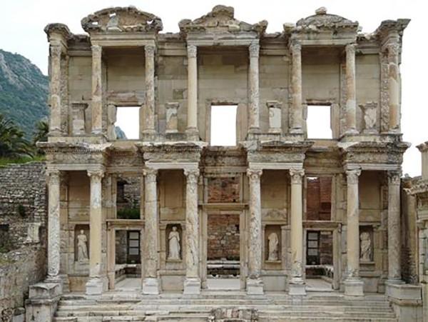 1. Efes Antik Kenti (Selçuk-İzmir) – 2014 'Turistlerin Tercihi' ödülü