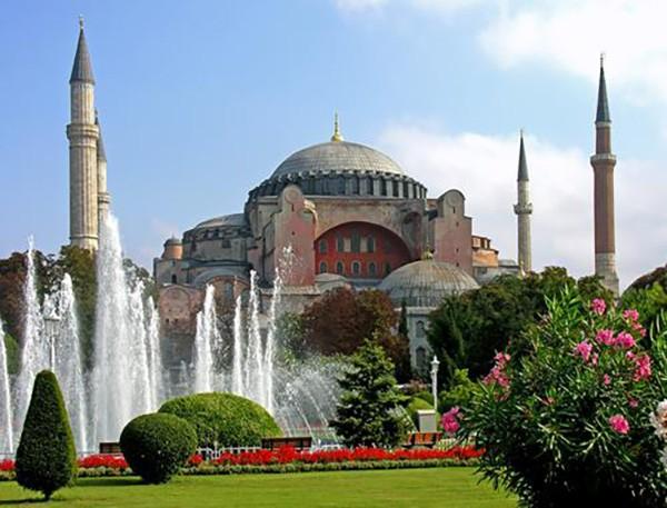 3. Ayasofya Müzesi/Kilisesi (İstanbul) – 2014 'Turistlerin Tercihi' ödülü