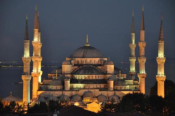 8. Sultan Ahmet Camii (İstanbul) – 2014 'Turistlerin Tercihi' ödülü