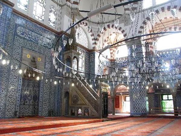 17. Rüstem Paşa Camii (İstanbul) – 2014 'Turistlerin Tercihi' ödülü