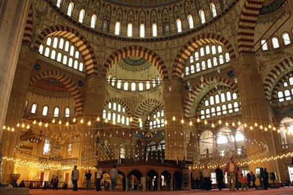 23. Selimiye Camii (Edirne) – 2014 'Turistlerin Tercihi' ödülü