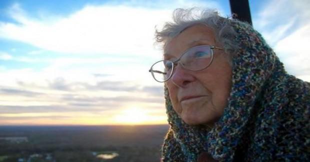 Yazımızın kahramanı ile tanışın: Norma isimli bu teyzemiz 90 yaşında.