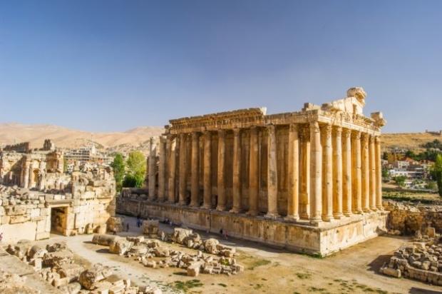 2. Baalbek, Lübnan - Romalıların 1000 tonluk taştan blokları nasıl taşıyıp yerleştirdiği merak konusu.