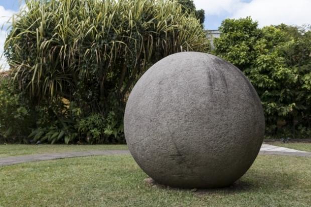 8. Taş Küreler, Kosta Rika - Çalışanlar buldukları bu kürenin içinde altın saklı olduğuna inanıyormuş. Turistleri çekmek için şehir meydanına taşınmış