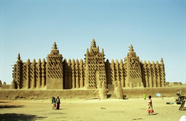 11. Timbuktu, Mali - Camilerin eşsiz mimarisini görmek isteyen turistler için çekici bir yer.