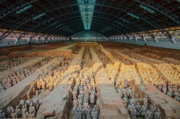 9. Terrakotta Ordusu, Çin - İlk Çin imparatoru Qin Shi Huang'ın mezarında bulunan terrakotta heykeller. Bu heykel askerlerin her birinin yüz ifadesi f