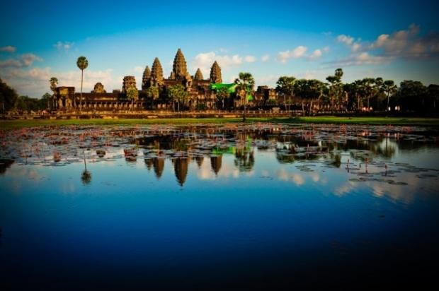 10. Angkor Vat, Kamboçya - 200 tapınak topluluğu her iki tarafından bakıldığında sadece üçünü görebilecek şekilde tasarlanmış.