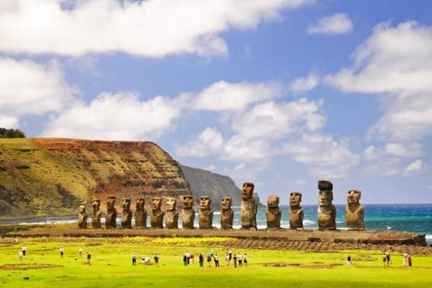 12. Paskalya Adası Heykelleri, Şili - Pasifik Okyanusu sularındaki küçük bir arazi devasa gizemli heykellerle kaplı.
