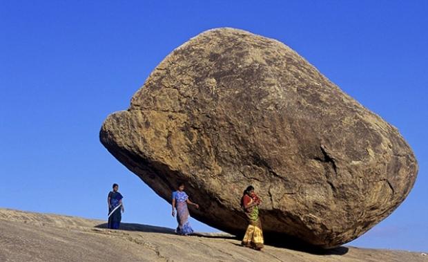 250 tonluk kayanın altına girip fotoğraf çektirmek ise olmazsa olmazlardan!