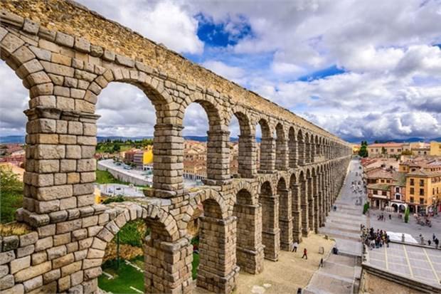 13. Segovia (İspanya)