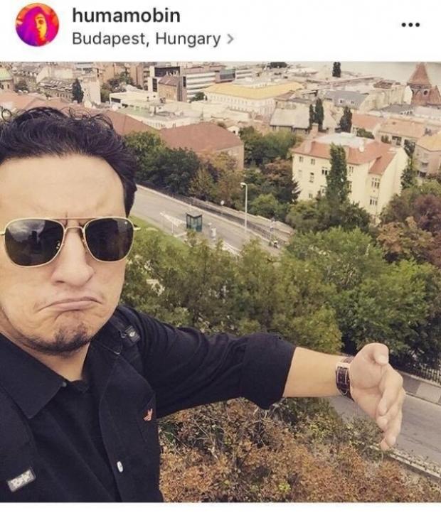İşin tuhafı, nişanlandıktan kısa bir süre sonra Budapeşte'ye giden kocası ona bu fotoğrafı göndermişti: