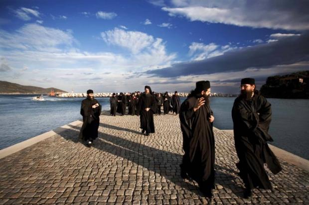 18. Aynoroz'da dünyevi zevklere yer yok!