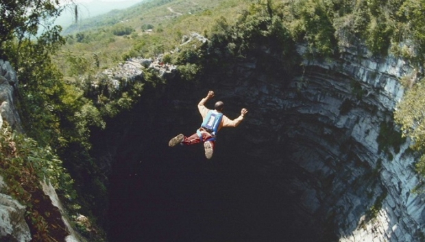 1. Kırlangıçlar Mağarası – Aquismon/Meksika