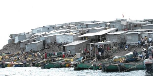 Demir Örgü olarak adlandırılan Migingo adasına bu lakabı kazandıransa tüm adayı kaplayan teneke evler elbette.