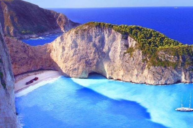 8. Navagio Sahili, Yunanistan