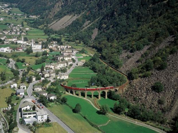 Albula ve Bernina Demiryolu Hattı