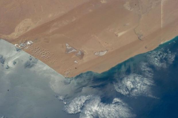 Batı Sahra Çölü'nün Atlantik Okyanusu'yla buluştuğu nokta