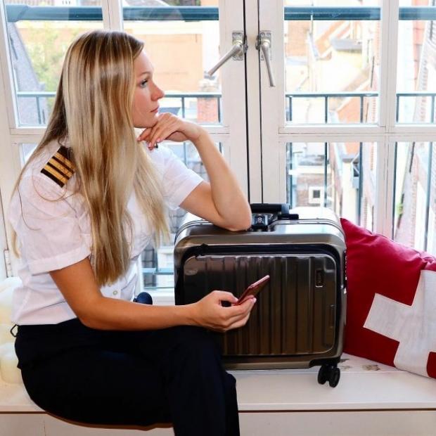 Genç pilotun tatil anılarını paylaştığı bir de dutchpilotgirl.com isimli bir blogu var