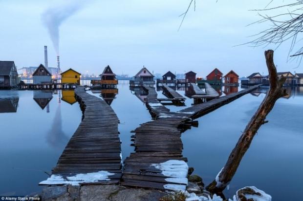 Yüzen Köy olarak da anılan bölge sakinleri, bu evleri genellikle yaz aylarında kullanıyorlar.