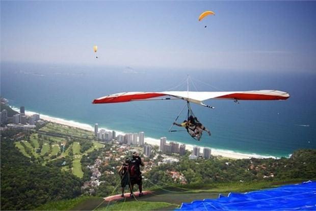 15. Rio de Janerio'nun muhteşem manzarasına planörle bakmak (Brezilya)
