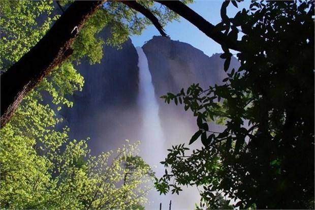 16. Yosemite Şelaleleri'nde yürümek (ABD)