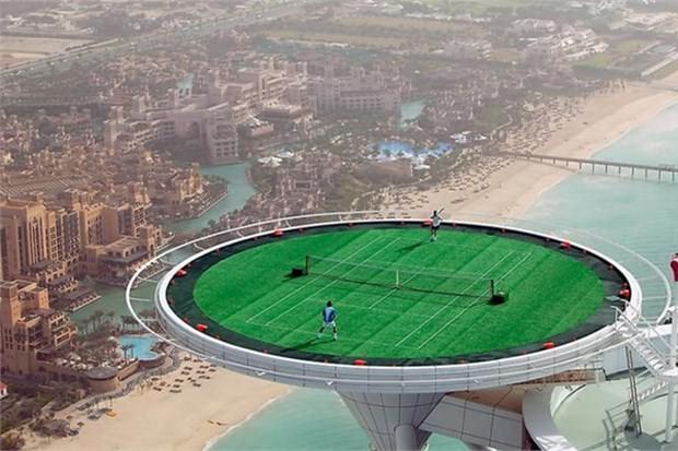 17. Dünyanın en yüksekte kortunda tenis oynamak (Dubai)