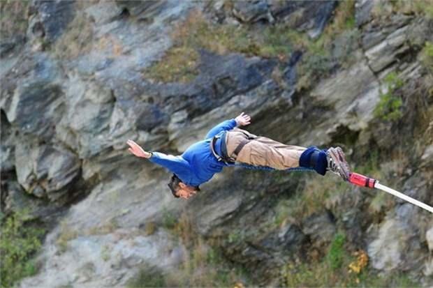 21. Kawarau Köprüsü'nde bungee jumping yapın (Yeni Zelanda)