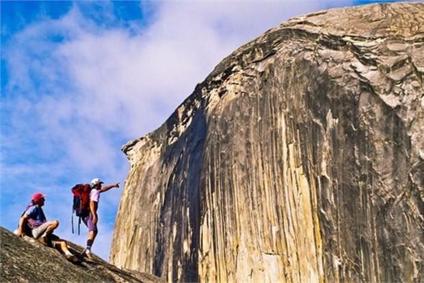 24. Yosemite Mili Parkı'nda Yarım Kubbe'de yürümek (ABD)