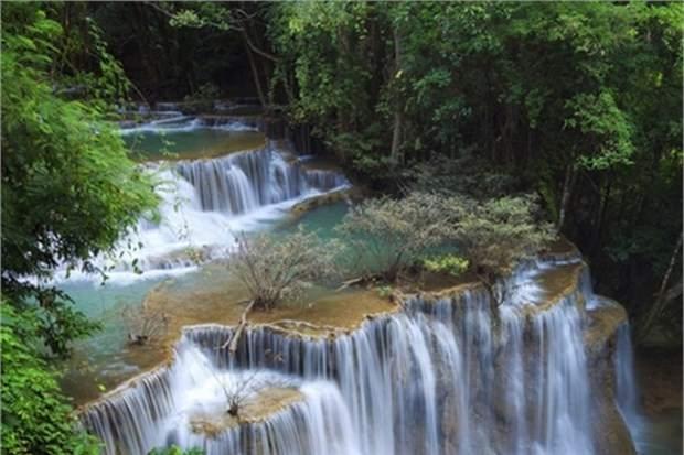 38. Erawan Şelalesi'nde yüzün (Tayland)