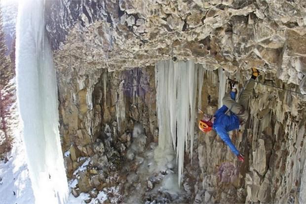 9. Hyalite Kanyonu'nda buz tırmanışı yapmak (ABD)