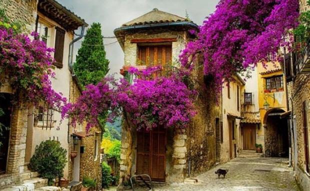 4. Provence bölgesinde küçük bir kasaba, Fransa