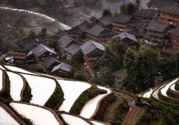 13. Çin'de bir dağ köyü