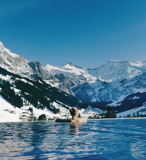 1. Cambrian Otel, sonsuzluk havuzunun kenarına çenenizi dayayıp Alp'leri izleyerek unutamayacağınız bir tatil yaşatmayı vaat ediyor...
