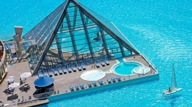 3. Maldivler'de bulunan bu en iyi spa otelinin havuzu, bu fotoğraftan sonra da en iyi olduğu konusunda tartışma götürmez duruyor.