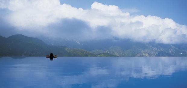 6. En güzel anılarınıza bir yenisini eklemek için İtalya'daki Caruso Hotel'in deniz manzaralı havuzu emin olun muhteşem bir seçim...