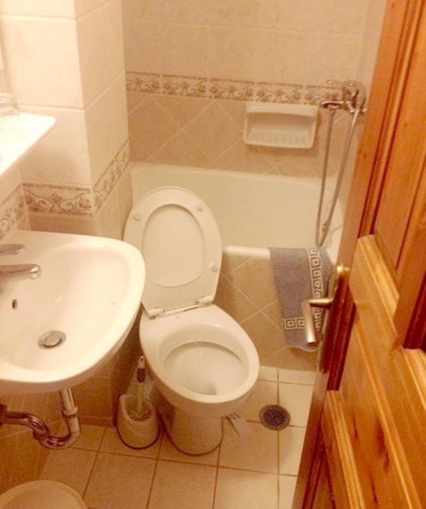 1. Oturma odasından hallice bir banyo