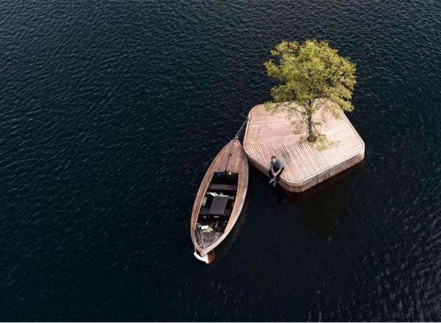 Proje ilerde yüzen bir sauna, yüzen bir sahne, yüzen bir bahçe ya da yüzen bir bar sunacak.