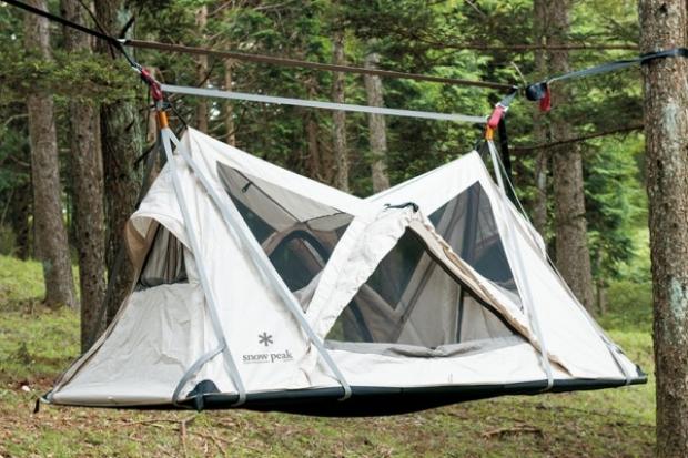 Eğer uyurken sallanmak sizi rahatsız etmezse, yüzde yüz pollyester kaplı zemini ile bu çadırda konaklama deneyimi yaşamak isteyebilirsiniz.