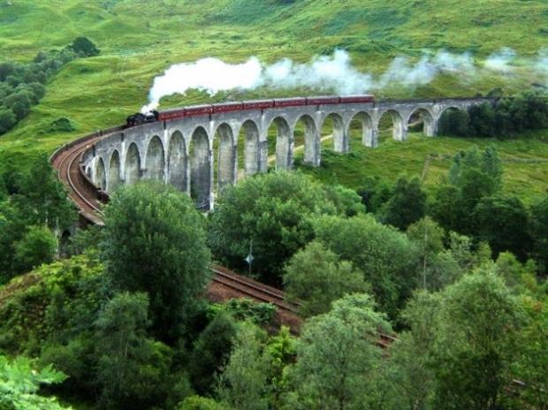 5. Mallaig ve Glasgow arasında muhteşem bir tren yolculuğu.